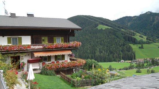 Pensione Bergheim: Vista strada