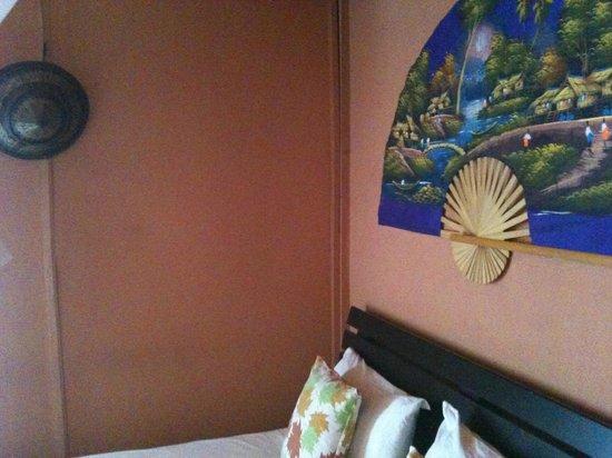 Kantiang Oasis Resort & Spa: Fleckige Wände