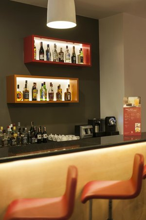 Ibis Istanbul Esenyurt: Bar