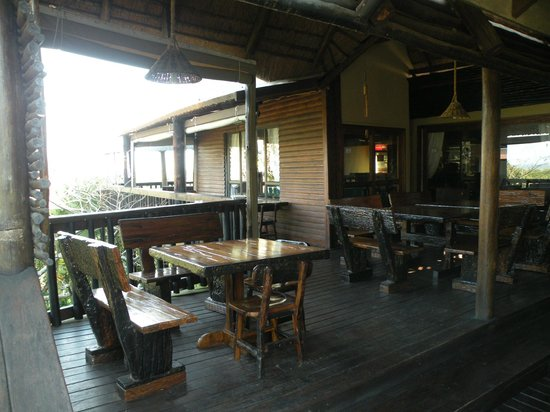 Ndiza Lodge and Cabanas: terrazza del lodge