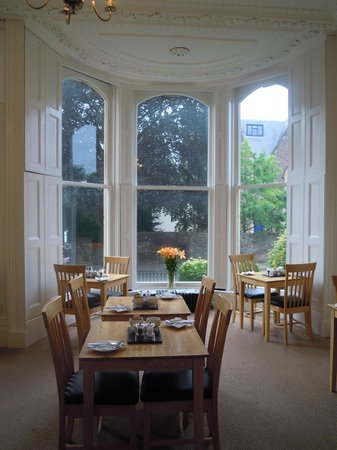 Clifton House: Luminosissima sala colazione