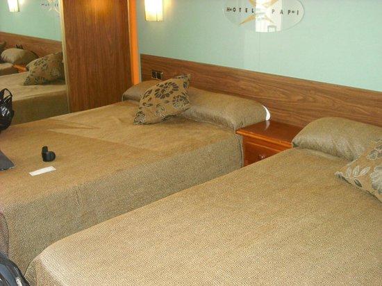 Hotel Papi: bedroom :)