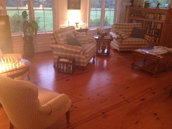 The Coffey House Bed & Breakfast: The main living room