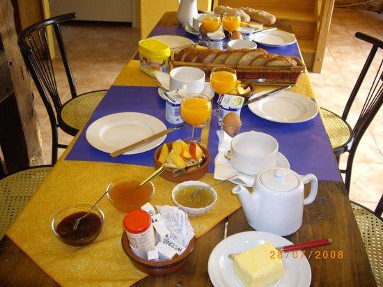La P'tite Auberge du Fournier: Petit déjeuner /viennoiserie maison