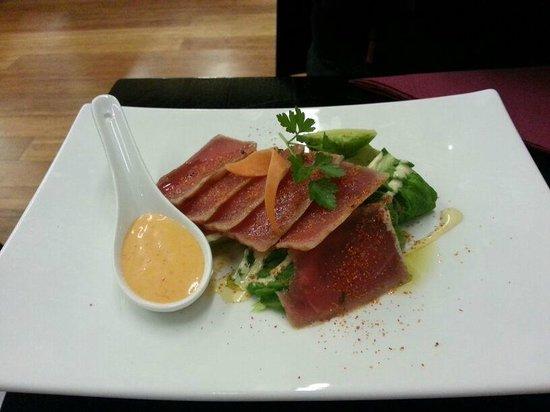 Sala Sala Restaurant: Tuna with salad and chilli mayo entree