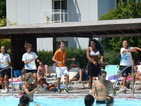 Esperides Beach Family Resort: Animazione in piscina