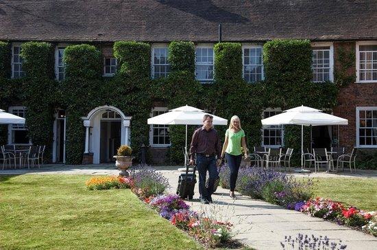 Mercure Farnham Bush Hotel: Gardens