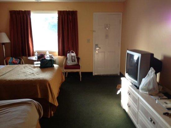 Rodeway Inn: room