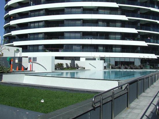 Peppers Broadbeach: pool and spa