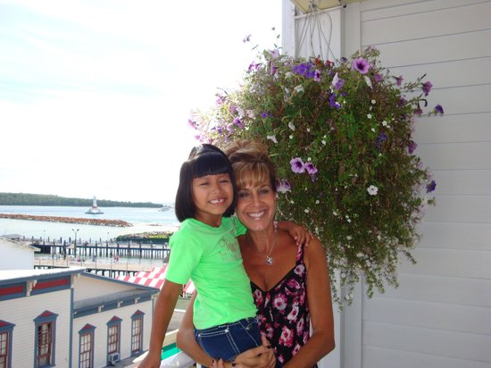 Lilac Tree Suites & Spa: Mama and her little girl