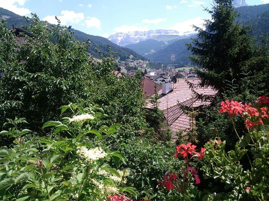 Terrazza sulle Dolomiti - Picture of Hotel Villa Emilia, Ortisei ...