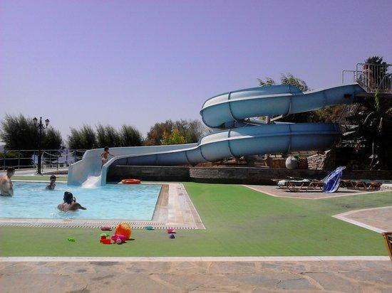 Olympos Beach Resort: acqua scivolo
