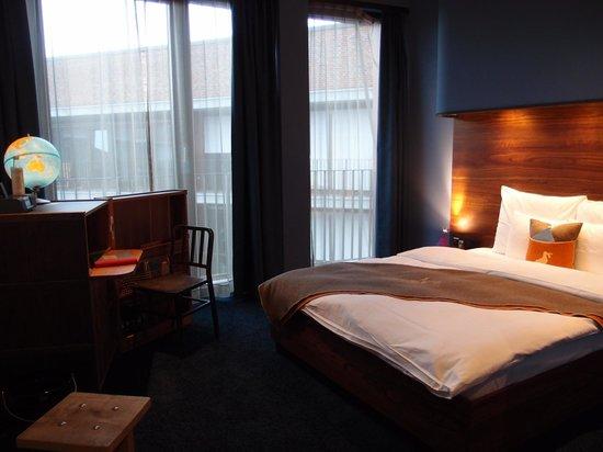 25hours Hotel HafenCity: Room