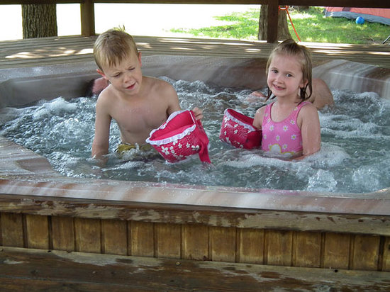 Bar M Resort: Kids Having Fun in Hot Tub