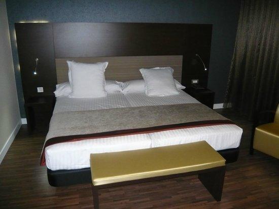 Sercotel Asta Regia Jerez Hotel: Detalle de la cama