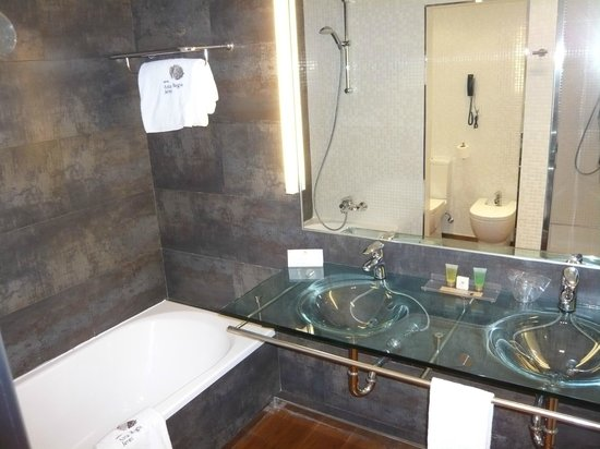 Sercotel Asta Regia Jerez Hotel: El baño