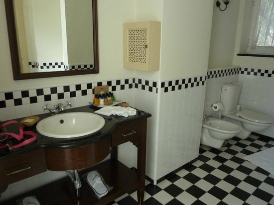 The American Colony Hotel: Bathroom