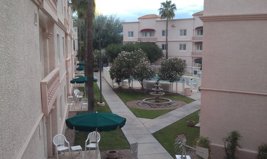 Homewood Suites by Hilton Tucson/St. Philip's Plaza University: a view from corridor