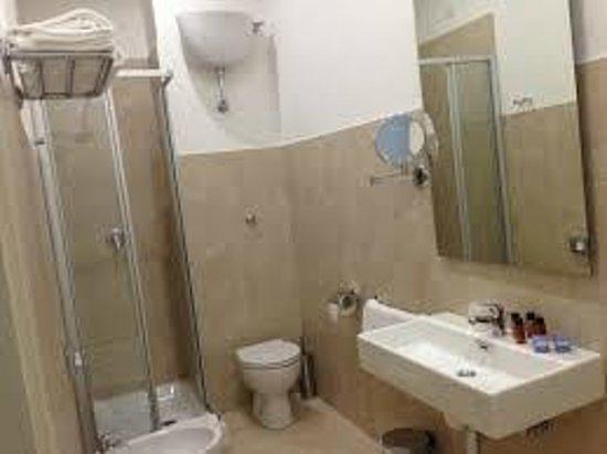 Rhome Terminal: spacious toilet