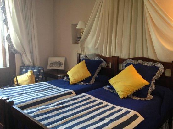 Hôtel-Restaurant Arraya : Notre chambre Basque