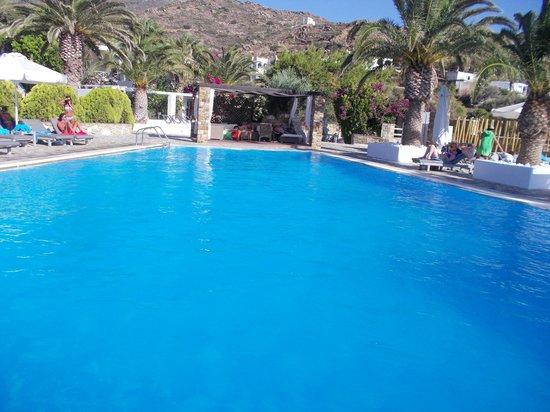 Dionysos Seaside Resort : piscine