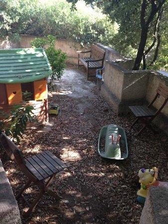 Residence Arinella : aire de jeux.