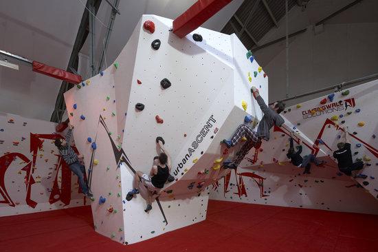 Urban Ascent: Overhang