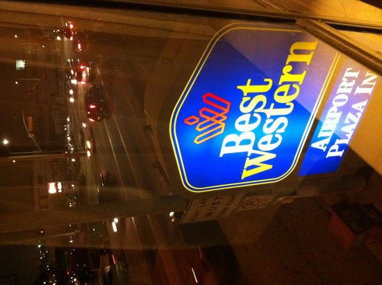 BEST WESTERN Airport Plaza Inn: view street