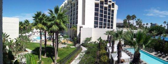 Newport Beach Marriott Hotel & Spa: View from outside of room's door