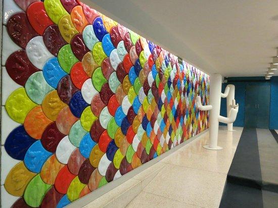 Room Mate Valentina: I do like the lobby art work.