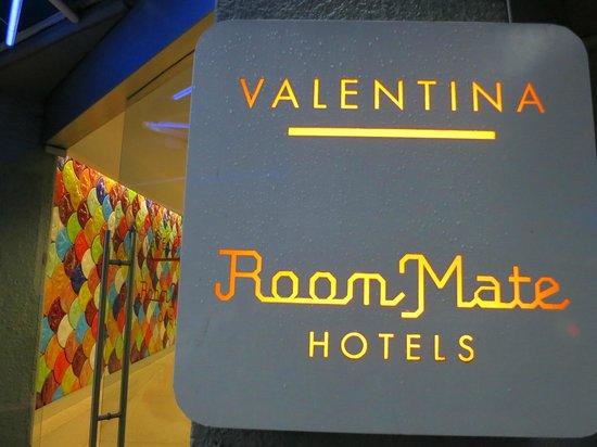 Room Mate Valentina: Spectacular signage