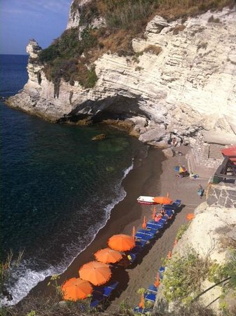 Cava Grado Beach : Spiaggia attrezzata