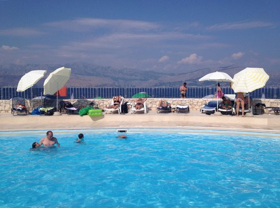 Hotel Pastura : Hotel pool with sea view