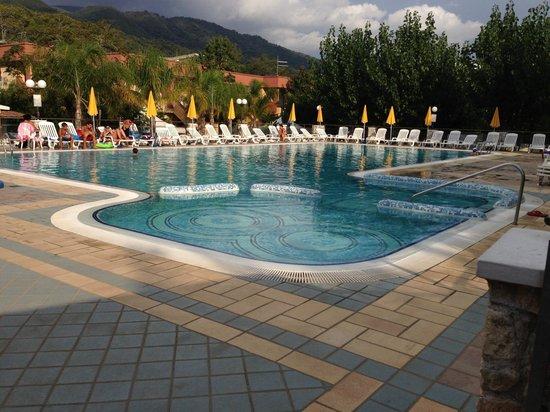 Villaggio Tamerice: La piscina