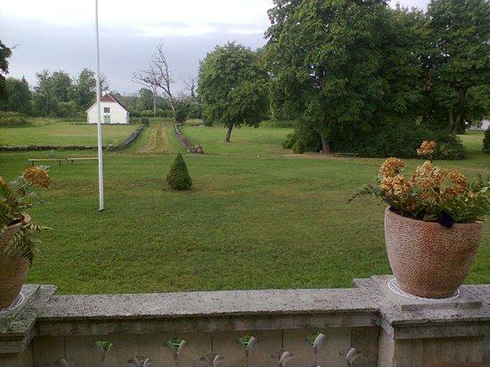 LoonaManor Guesthouse, Vilsandi NP: il prato davanti alla casa
