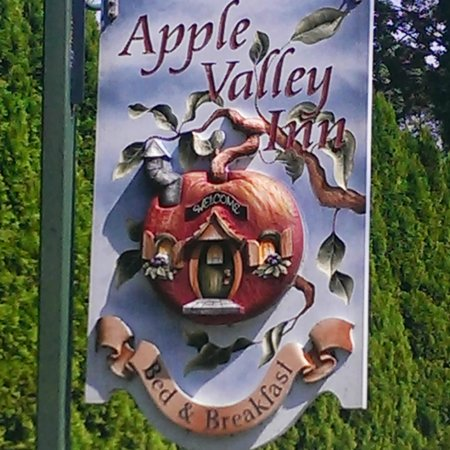 Apple Valley Inn Bed & Breakfast: Sign