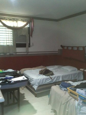 Mision Campeche America Centro Historico: Little old room. (Sorry for our mess on the picture.. )