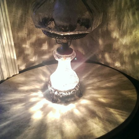 Apple Valley Inn Bed & Breakfast: Lamp