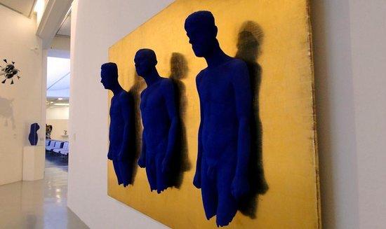 Museum of modern and contemporary art inside photo de for Art contemporain moderne