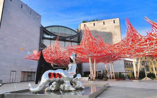 Musée d'Art Moderne et d'Art Contemporain : Museum of Modern and Contemporary Art - ouside