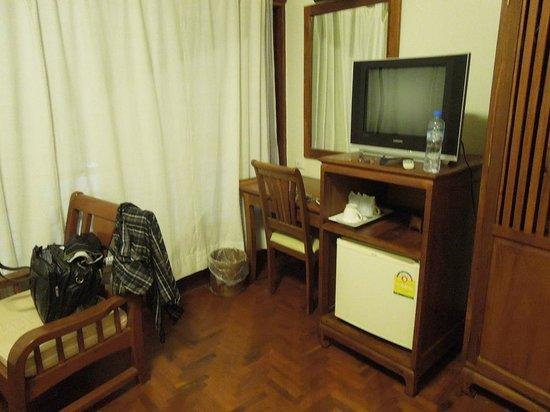 Phasouk Residence: room2