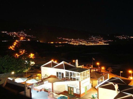 Apartamentos Centrocancajos: View from the swimming pool at night. Santa Cruz - the capital of La Palma