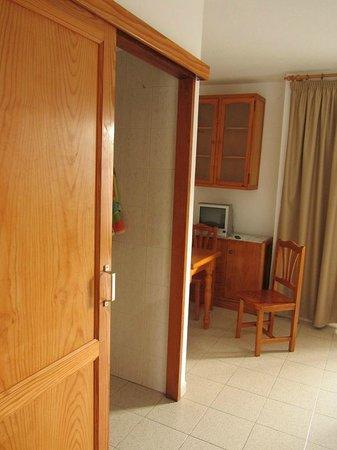 Apartamentos Centrocancajos: Kitchen door
