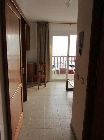 Apartamentos Centrocancajos: Entering the suite