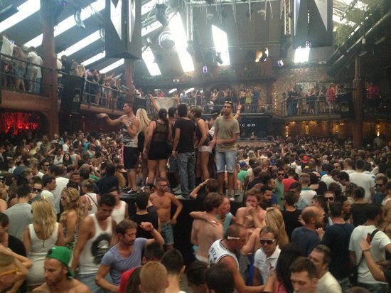 Amnesia : fully packed, amazing atmosphere and music
