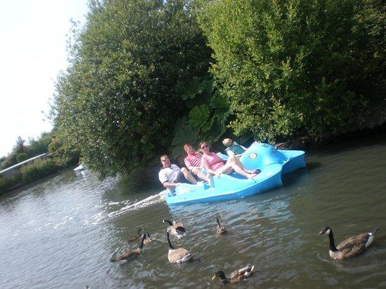 A1 Haven Caravan Holidays: boating lake
