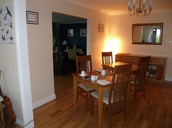 Ceann na Pairc Guest House: Dining area looking into lounge area