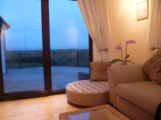 Ceann na Pairc Guest House: Conservatory overlooking the decking