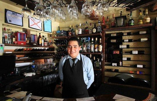 La Taverne: Barman de choc !