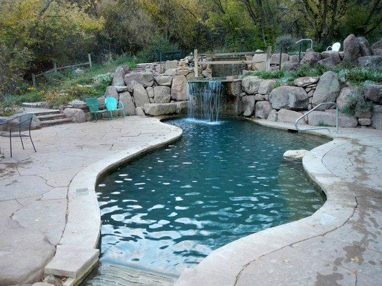 Avalanche Ranch Hot Springs: photo of lower pool